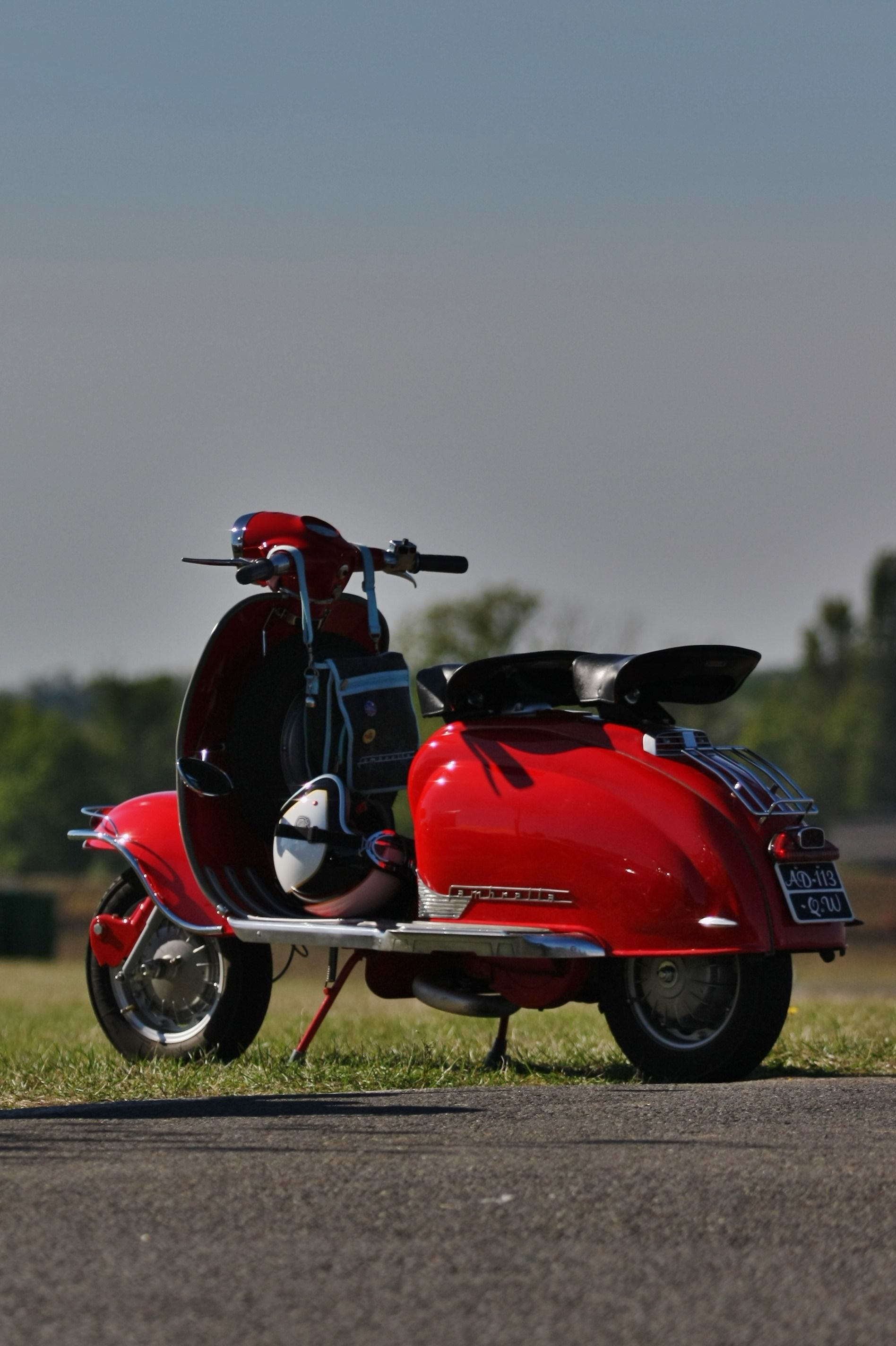 Lambretta#vespa#scooters#magazine#www.s-smag.coScooters#vespa#lambretta SCOOTERS & STYLE is a quarterly independant bi-lingual (French / English) magazine which essentially deals with the world of vintage-labeled scooter, as well as the lifestyle that characterizes their fans: