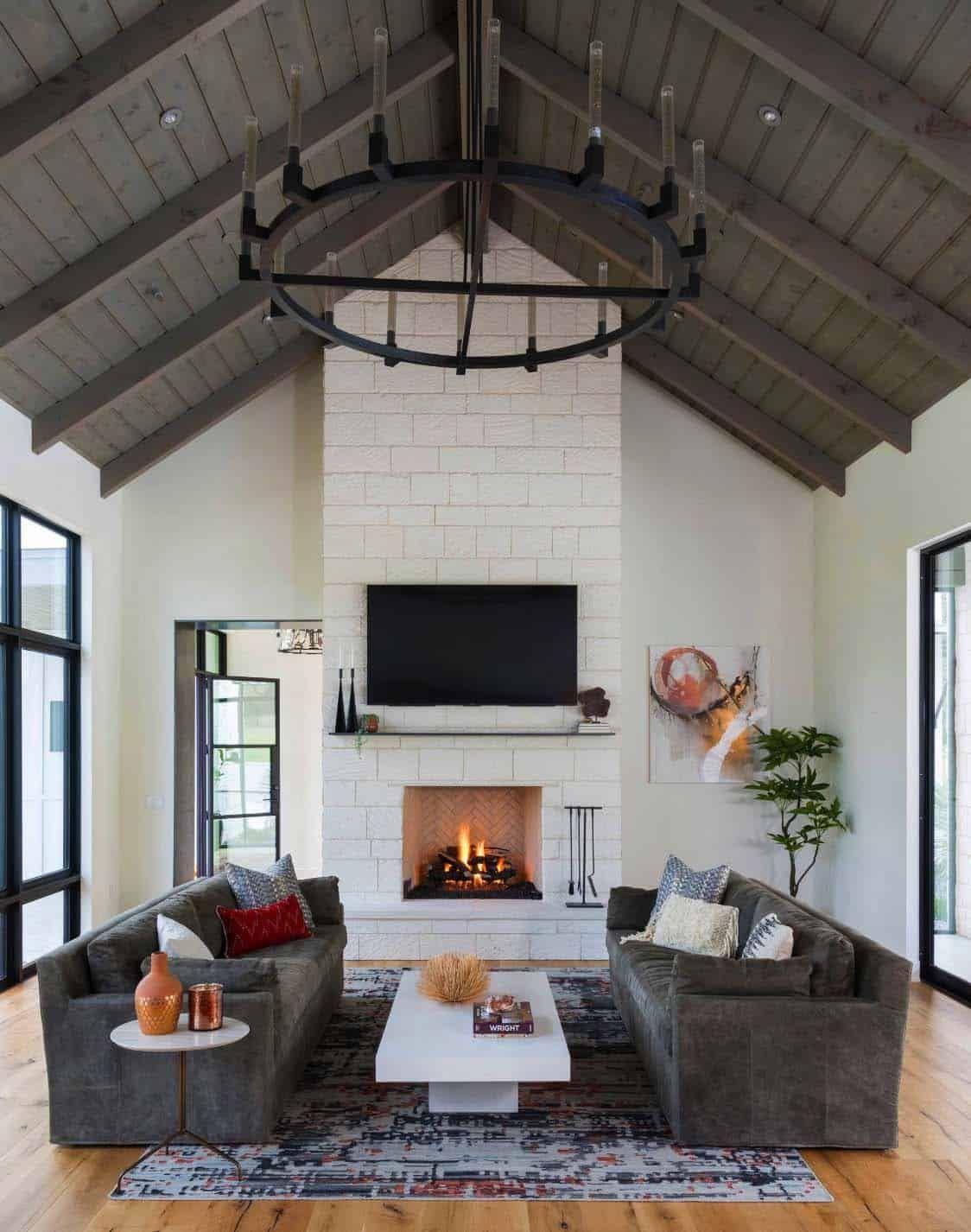 Modern farmhouse style in Texas showcases fantastic design inspiration #modernfarmhousestyle