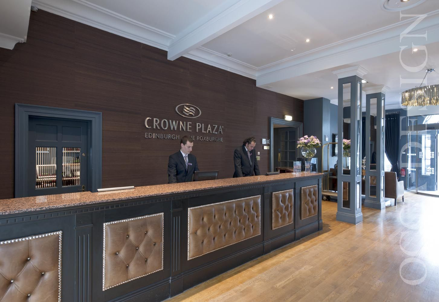 Crowne plaza hotel edinburgh hotel reception area for Design hotel edinburgh