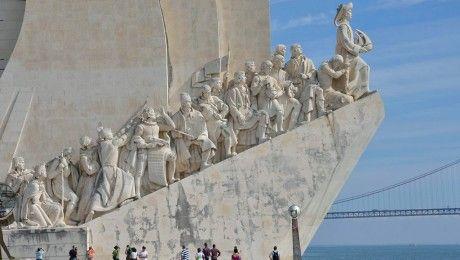 Portugal-Reise: Lissabon: Lieber zuckeln als ruckzuck - via BZ Berlin 25.05.2013 | Foto: Das Denkmal der Entdeckungen am Tejo-Ufer erinnert an Lissabons große Zeit als Seefahrer-Stadt