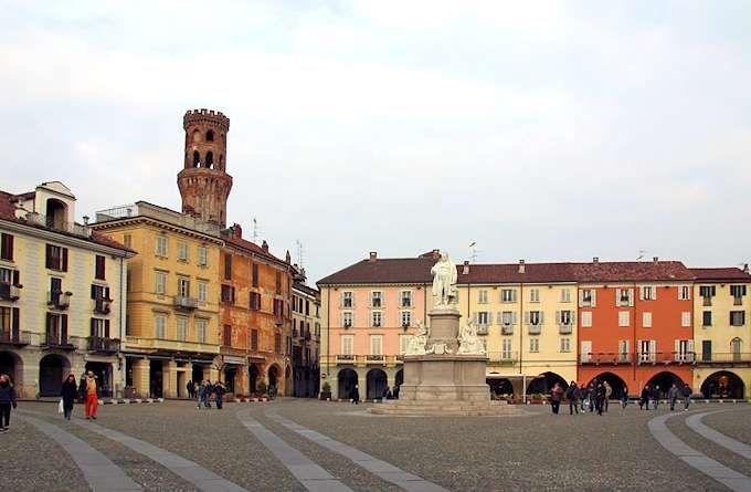 Piazza Cavour, der Hauptplatz von Vercelli