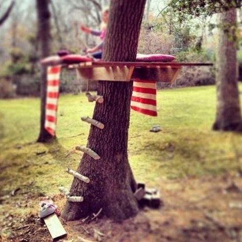Baue ein simples Baumhaus für Kinder und Erwachsene.