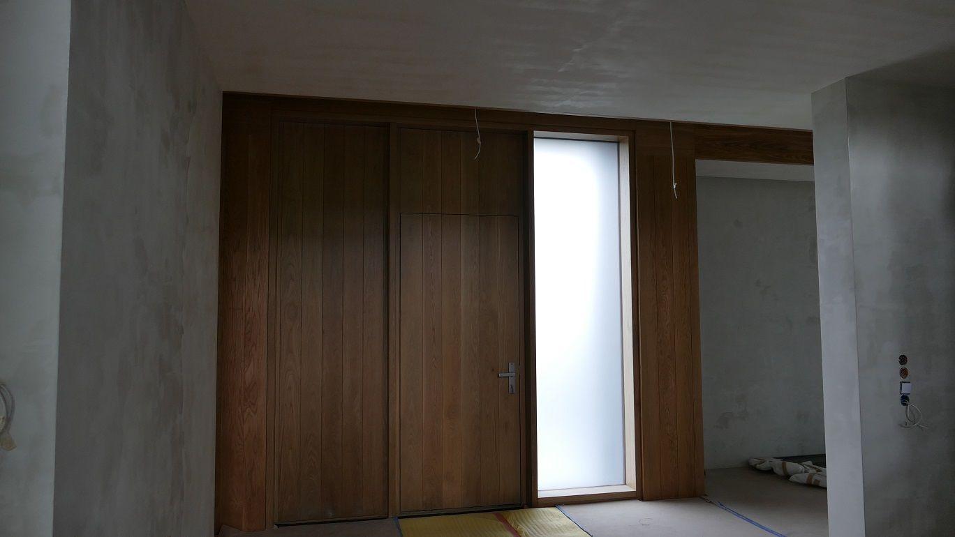 Zewnętrzne drzwi drewniane z doświetlem bocznym