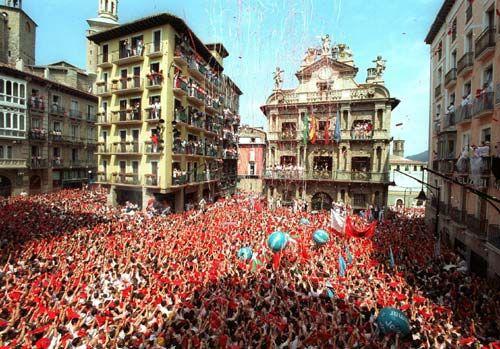 #viajes.Escapate a Pamplona en San Fermines y disfruta de una noche de alojamiento en el Hotel Don Carlos por 120 euros.