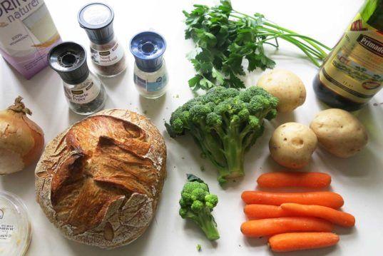 HOW TO Make, cheesy broccoli soup in a bread bowl, cheesy and broccoli soup, bread bowl recipe, vegan recipe, vegan nacho cheese