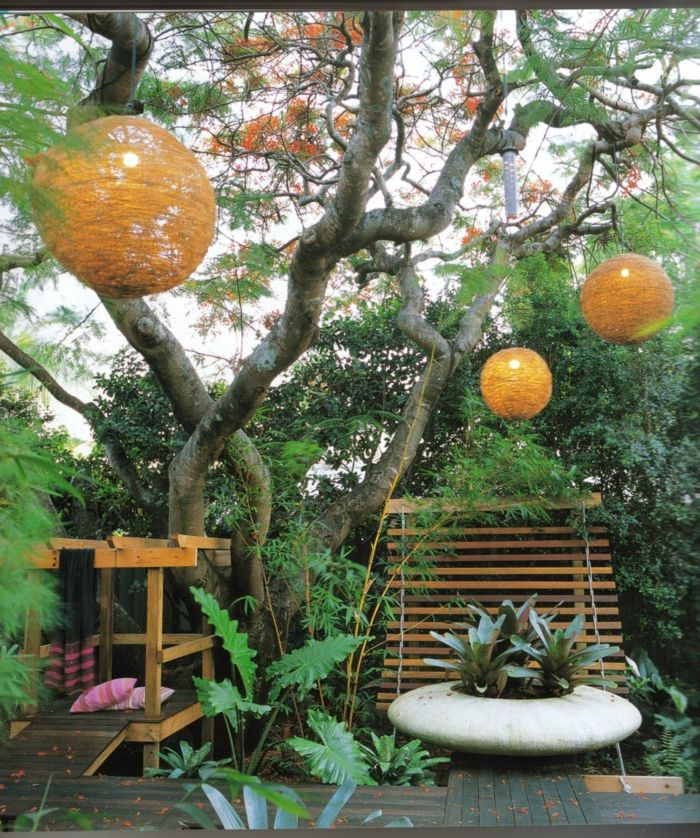 runde Kugel aus Draht verschönert den Garten, der pflegeleicht ...