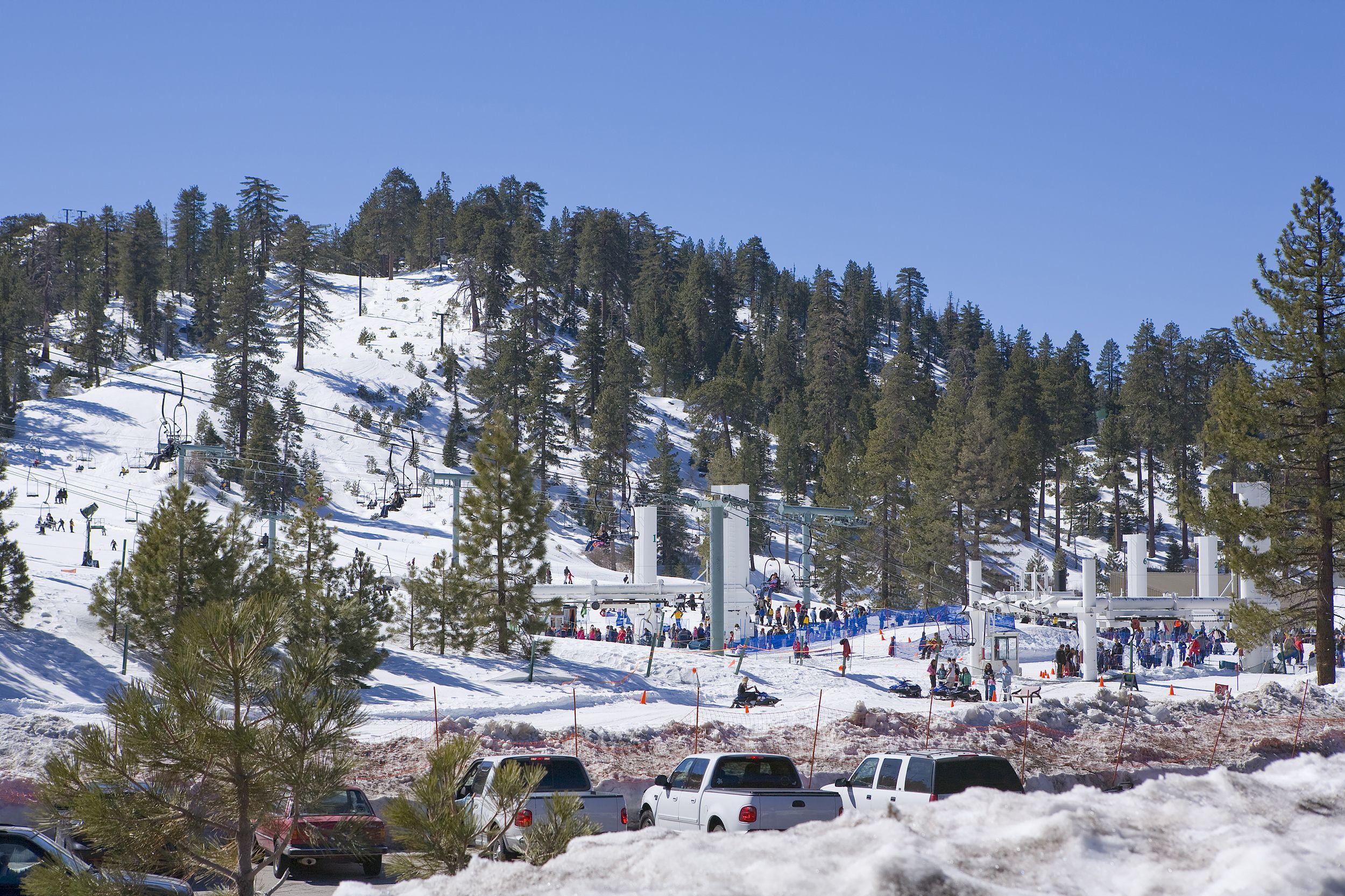 big bear ski resort with sunny sky during winter skiing winter rh pinterest com