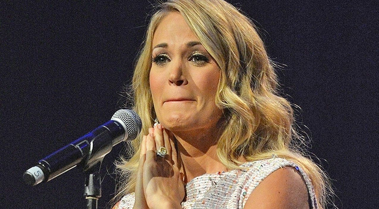 During Meet And Greets Carrie Underwood Reveals That She Criesa