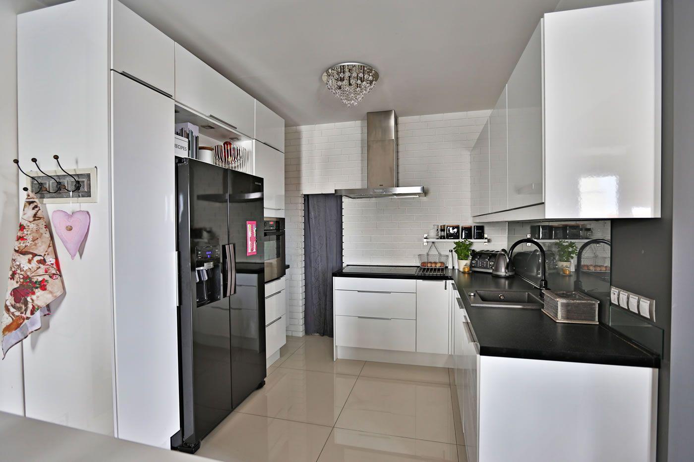 Pin By Edyta On Zabudowa Lodowki Side By Side Kitchen Remodel Kitchen Kitchen Cabinets