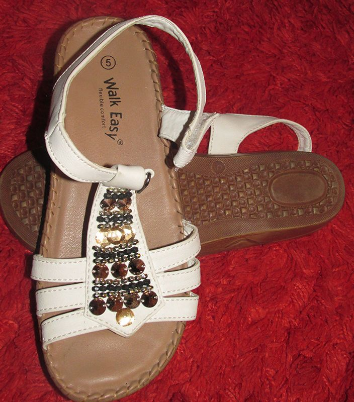 Womens size 5 Walk Easy strappy sandals