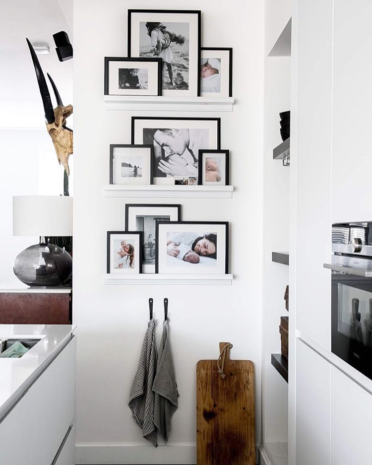 Blackwhitephotography family interieurinspiratie gallery wall living room decor also interior ideas to maximize tiny apartment spaces home and rh pinterest