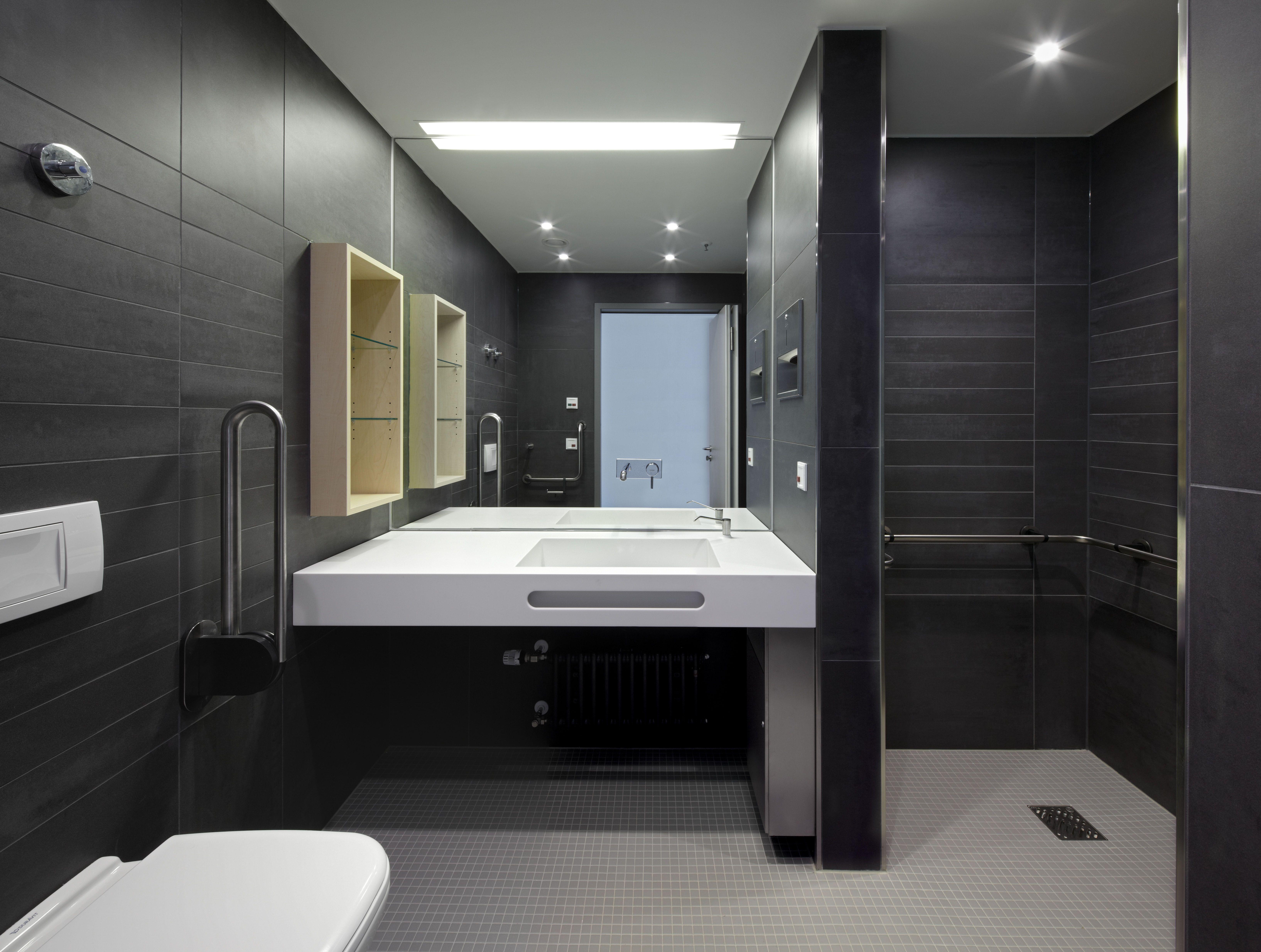 Badezimmer der Komfortstation im Schwarzwald-Baar Klinikum in ...
