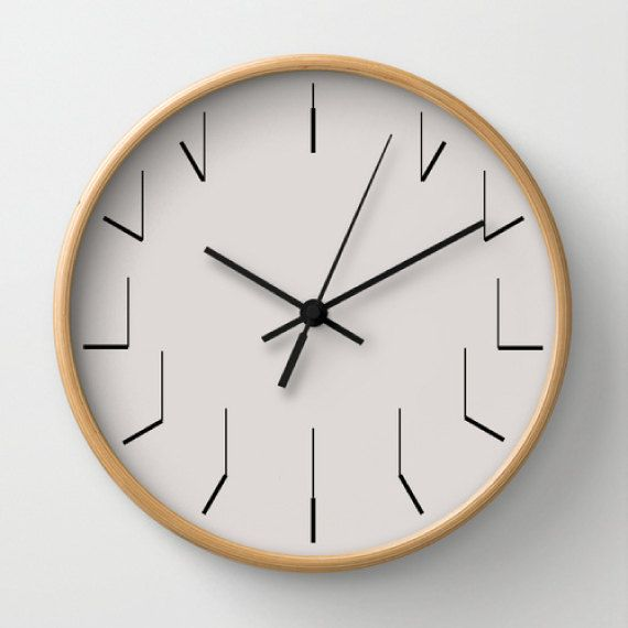 This Excellent Wall Clock Almost Doubles As A Piece Of Art It Is 10 In Diameter And Features A Black And Natural Clock Hands Prin Klok Wandklok Muur