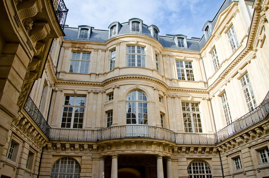 L Hôtel De Beauvais Paris 4ème