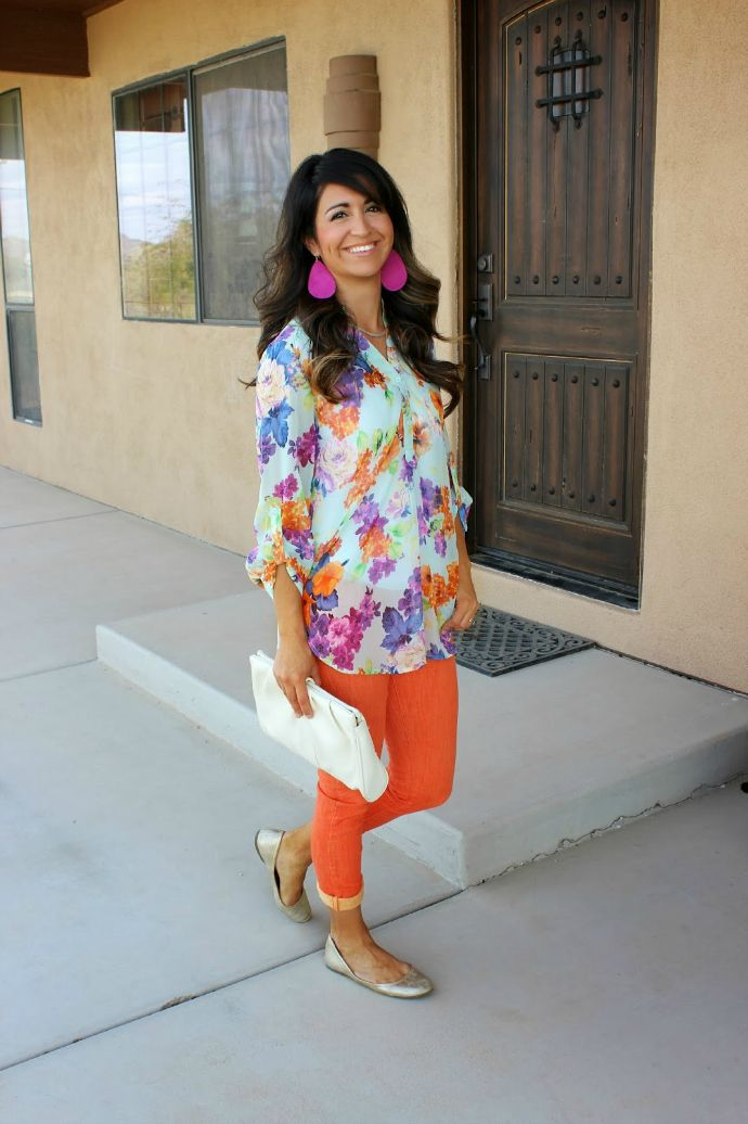 spring style, floral shirt, orange jeans
