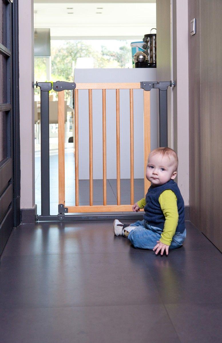 barri re d 39 escalier b b barriere escalier barri re et barri re de s curit. Black Bedroom Furniture Sets. Home Design Ideas