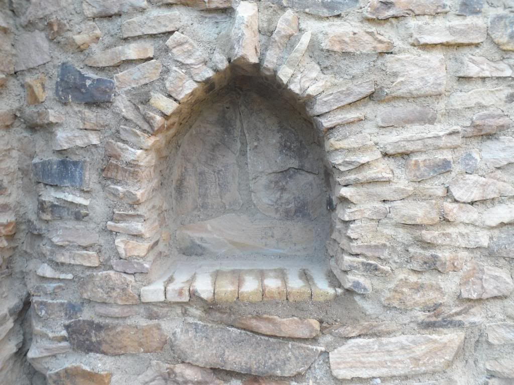 Eine Gartenmauer Im Stil Einer Ruine Aus Sandstein Gartenmauer Gartenmauern Natursteinmauer