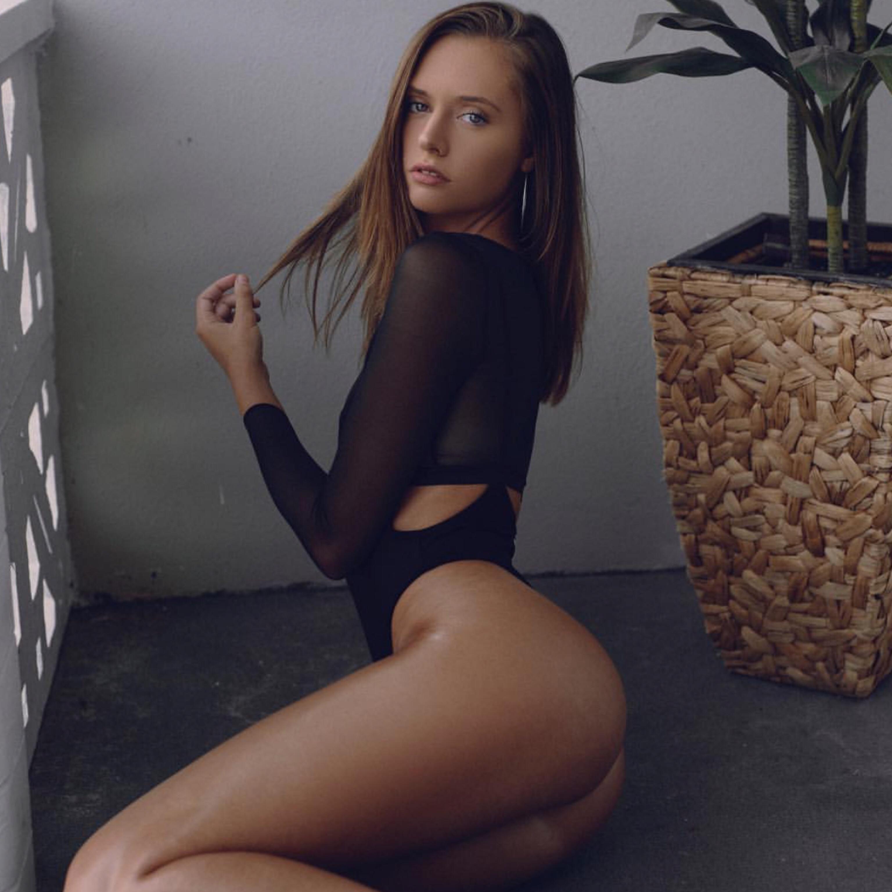 Vicki lewis boob
