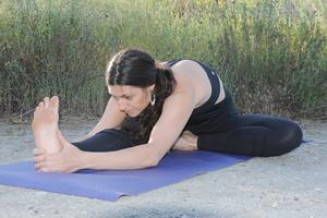 4 yoga poses to ease menstrual cramps  yoga benefits