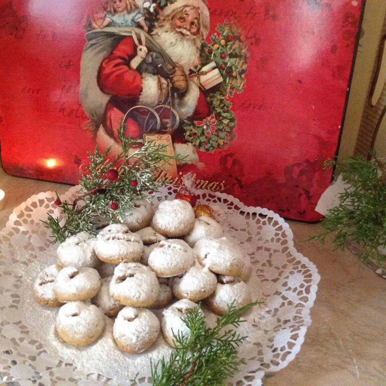 Χιονομπαλίτσες με μέλι και καρύδι!   Της τελευταίας στιγμής μπισκοτάκια πεντανόστιμα, μοσχοβολάν ...