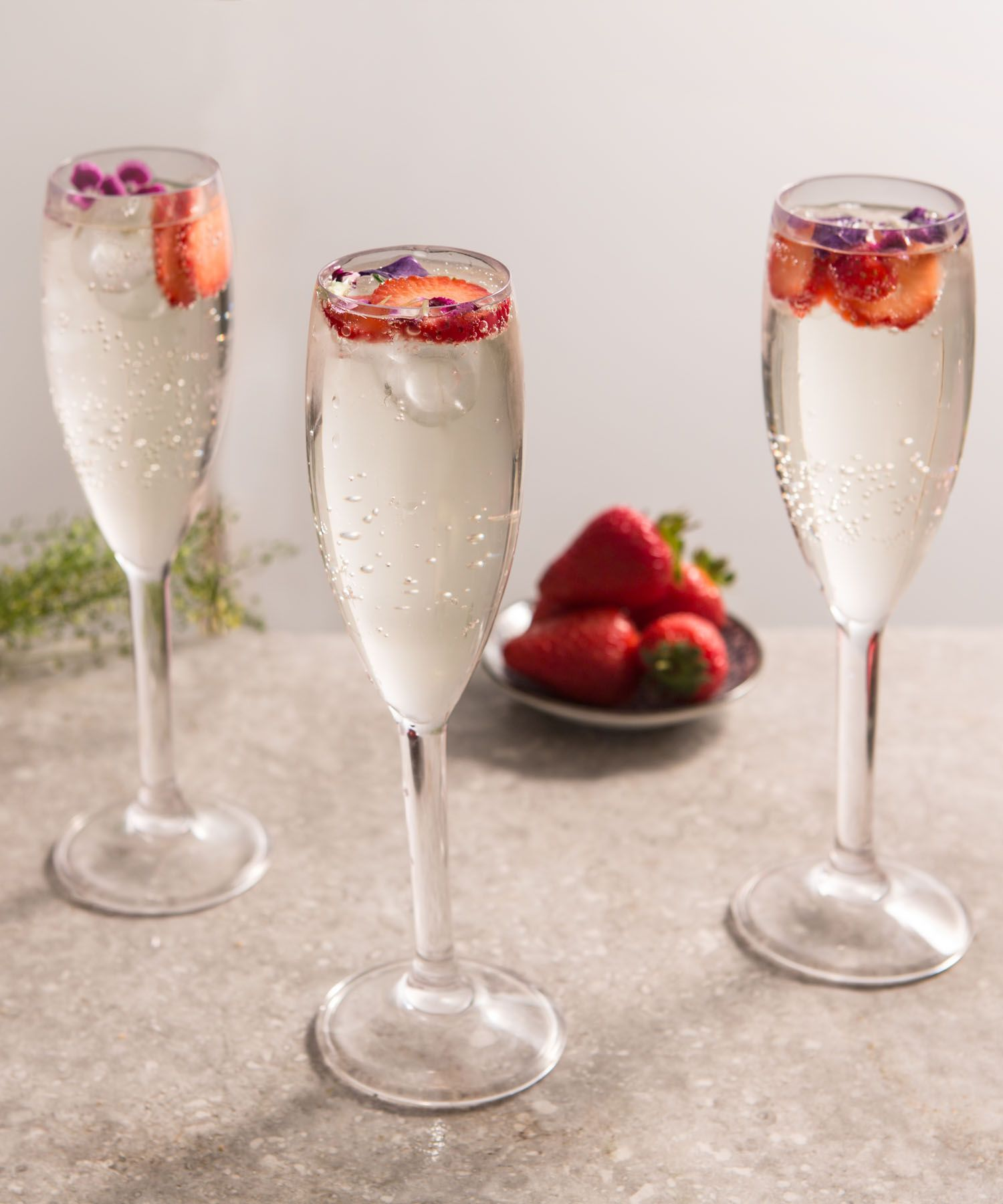 Elderflower prosecco cocktail recipe discover more for Drinks with prosecco and vodka