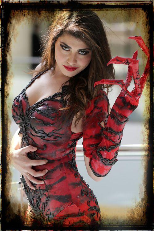 Awesome female carnage cosplay