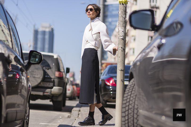 Fashion Director di Vogue Ucraina, alta e sottile. Mi piacciono molto i look scuri e quelli che esaltano la sua figura, come l'ultimo via thesartorialist Share...