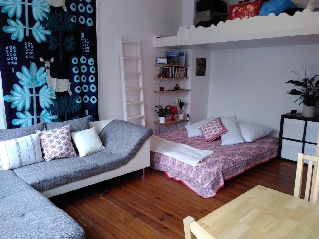 Gemütliches Schlafzimmer mit kleiner Empore in Berlin ...