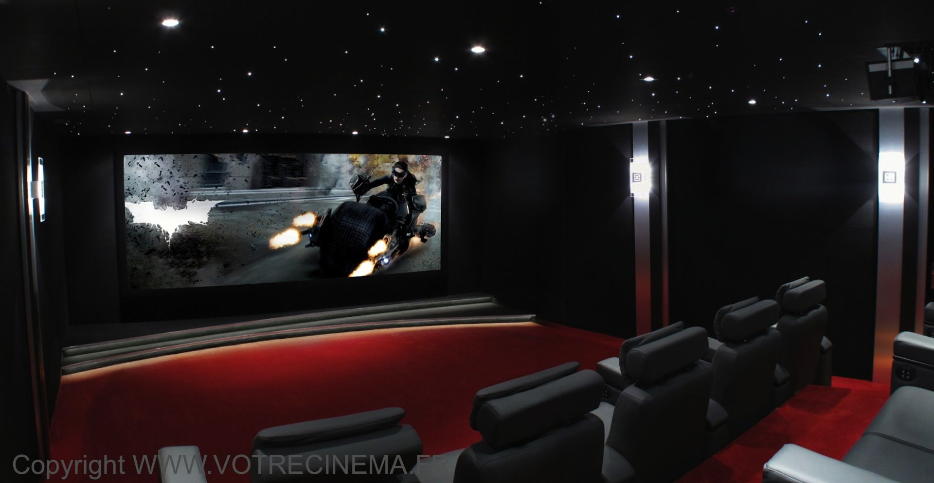 On the theme of Batman, this private cinema room of 40 m2 ...