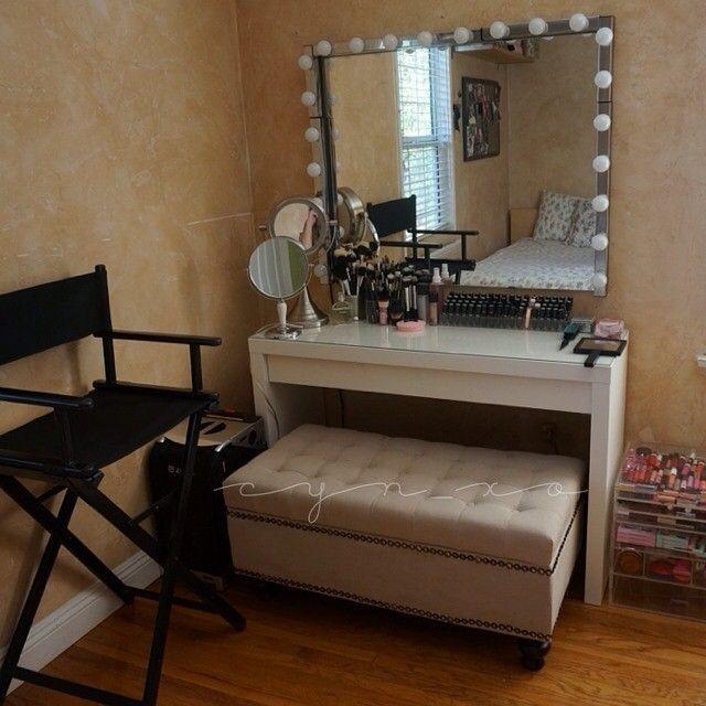 use a storage bench for your vanity make up vanity sounds practical and comfy makeup vanity. Black Bedroom Furniture Sets. Home Design Ideas