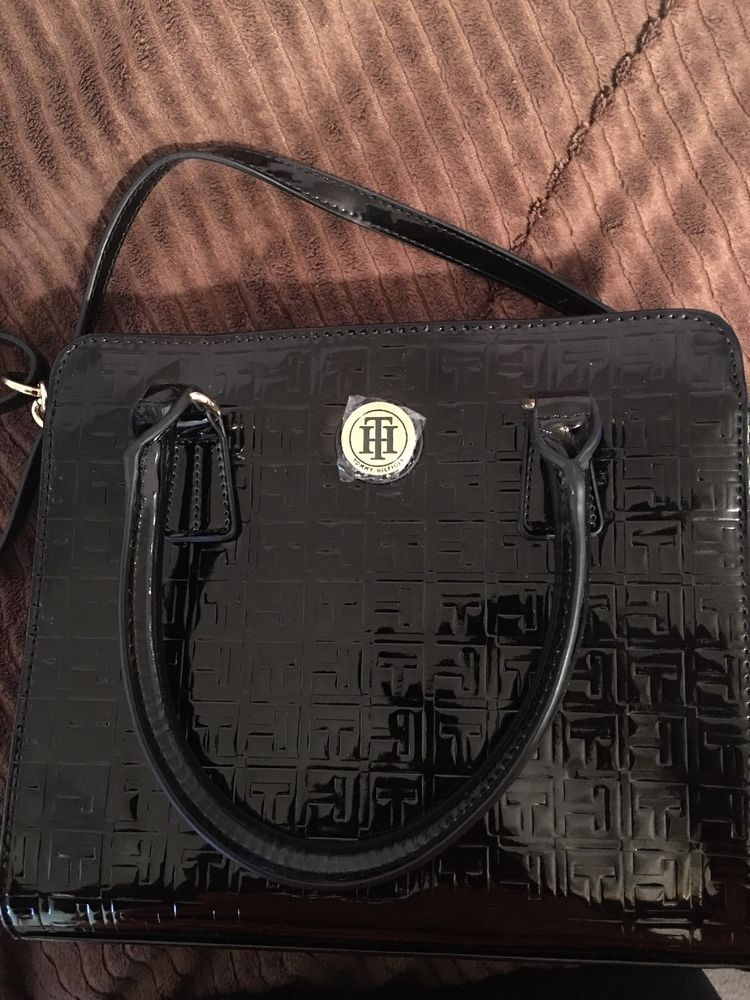 f0d54e534c Black And Gold Chain Tommy Hilfiger Purse | Items For Sale | Tommy ...
