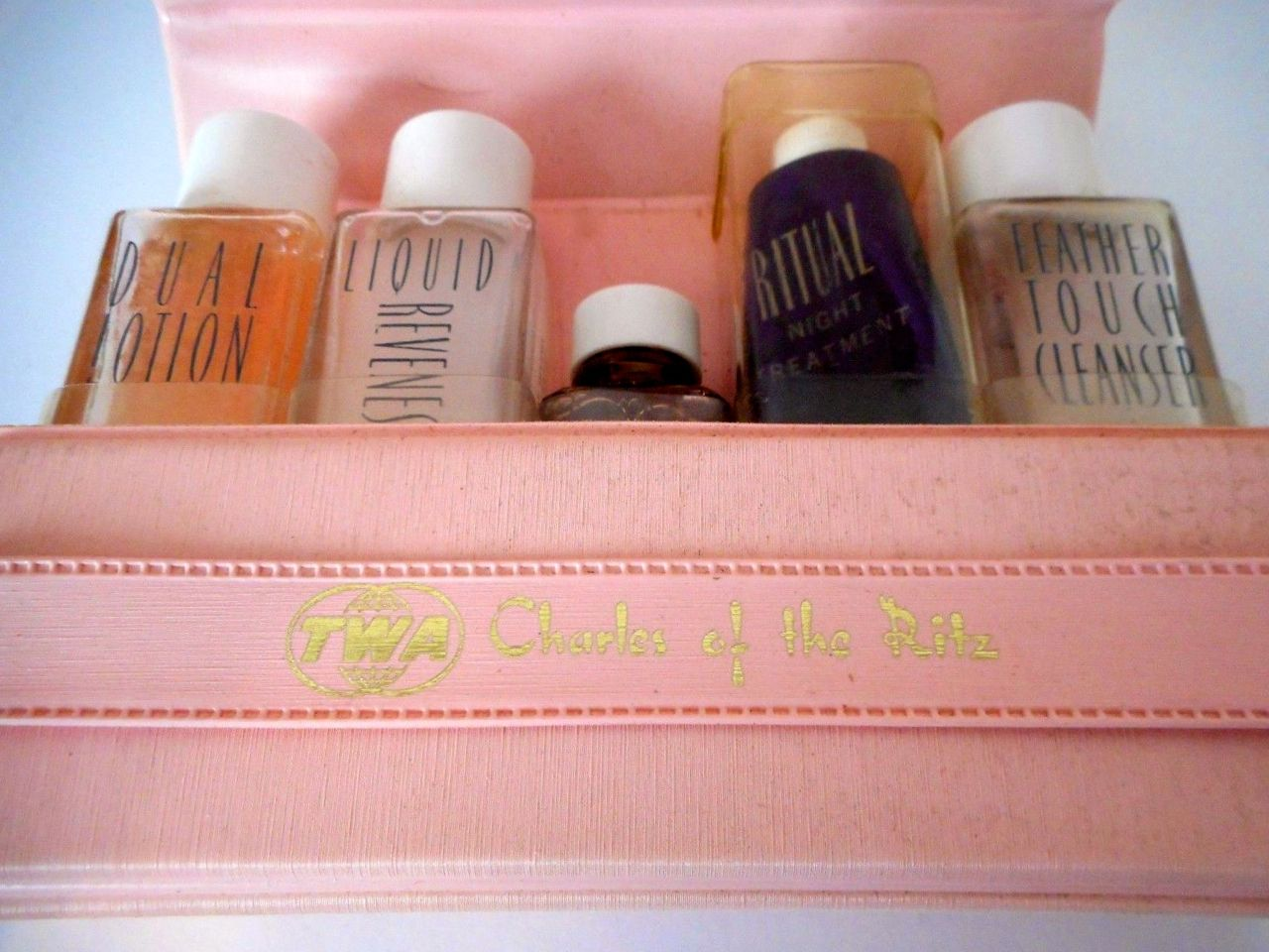 Charles Of The Ritz Twa Travel Kit Charles Of The Ritz Vintage Cosmetics Vintage Beauty
