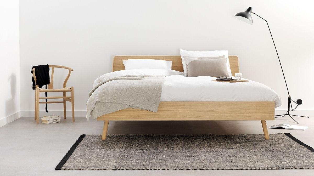 Wonderbaar Dit eiken bed heeft door haar minimalistisch design en schuine CM-51