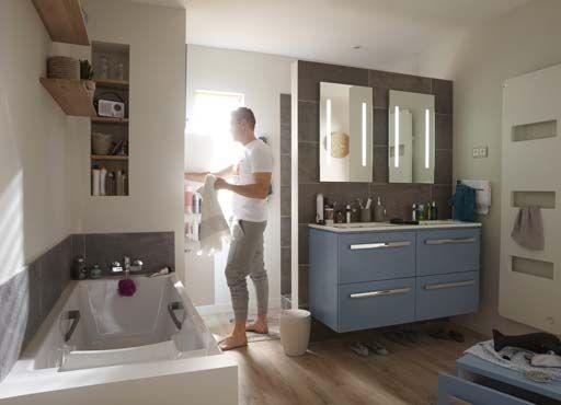 occuper le centre de lespace cest lobjectif lorsque lon agence une grande salle de bains le moyen dy parvenir est dlever des cloisons - Grande Salle De Bain Familiale