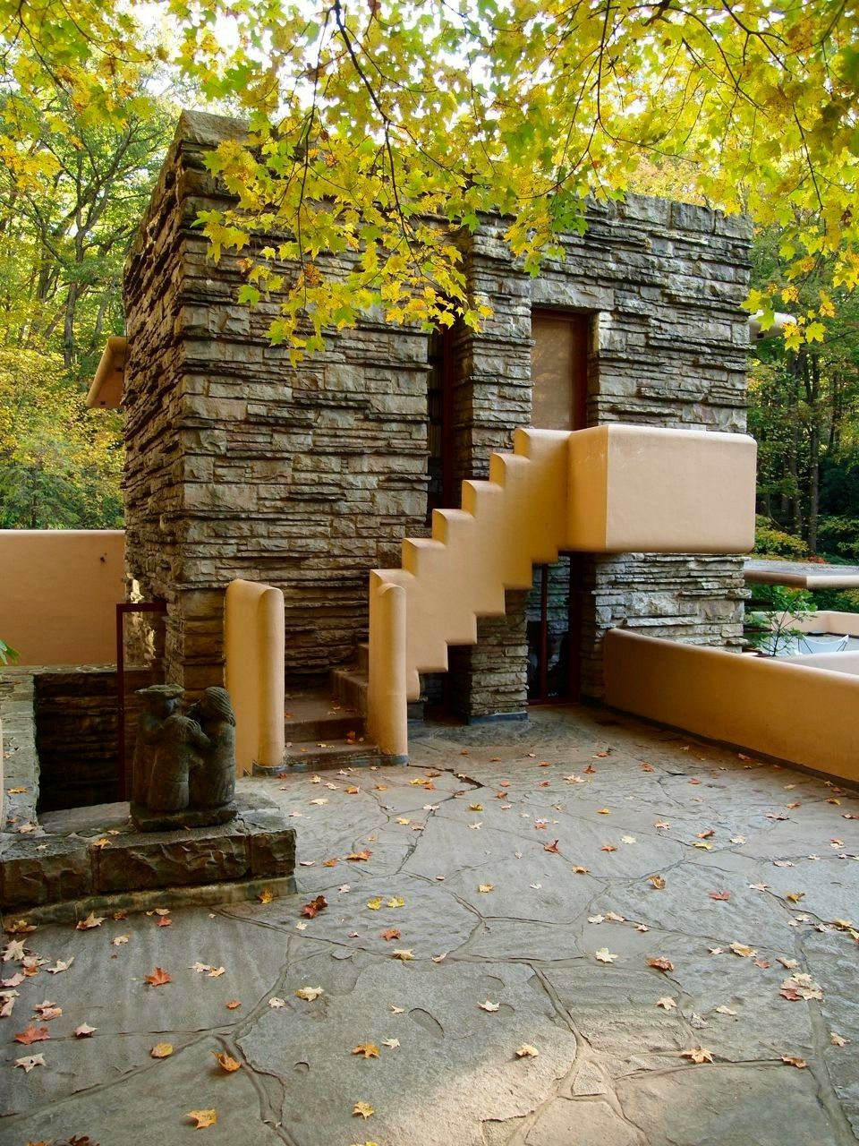 Frank Lloyd Wright Gebäude : frank lloyd wright s fallingwater 1936 mill run ~ Watch28wear.com Haus und Dekorationen