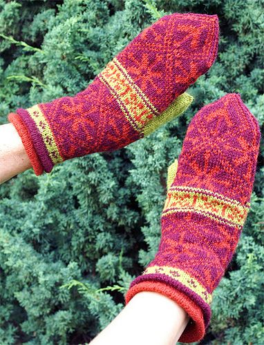 Ravelry: QueenMudd's Red mittens