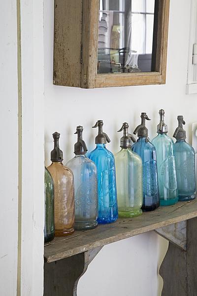 Bottles brocante spuitflessen bankje decoratie for Decoratie bankje