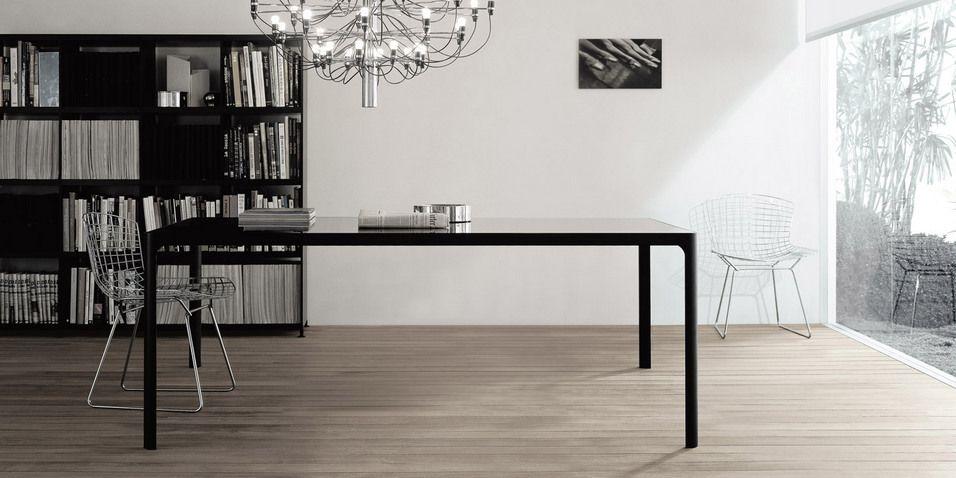 RIMEDIO tavolo Flat struttura alluminio nero e piano vetro laccato lucido nero. Design Giuseppe Bavuso