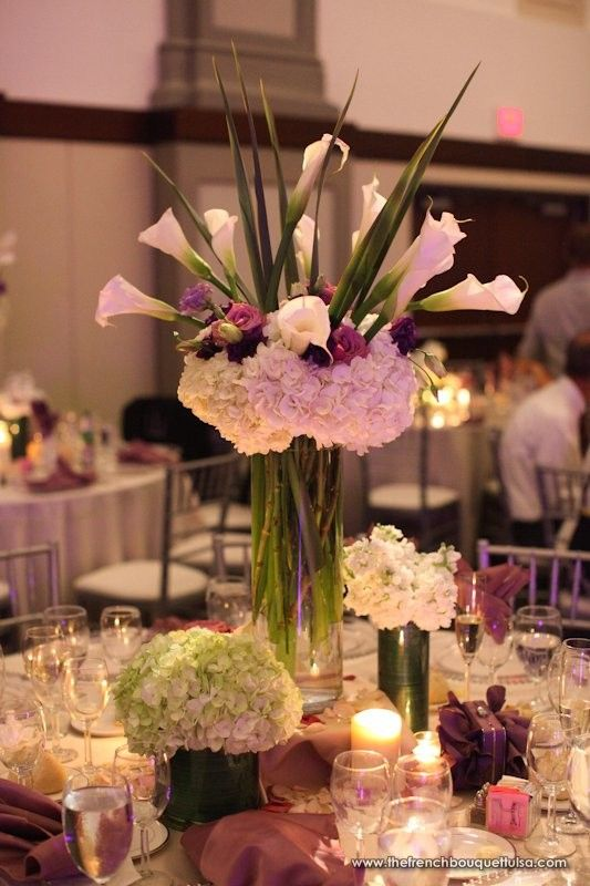 Tall And Low Hydrangea And Calla Lily Centerpieces In White And Purple The French Bouquet