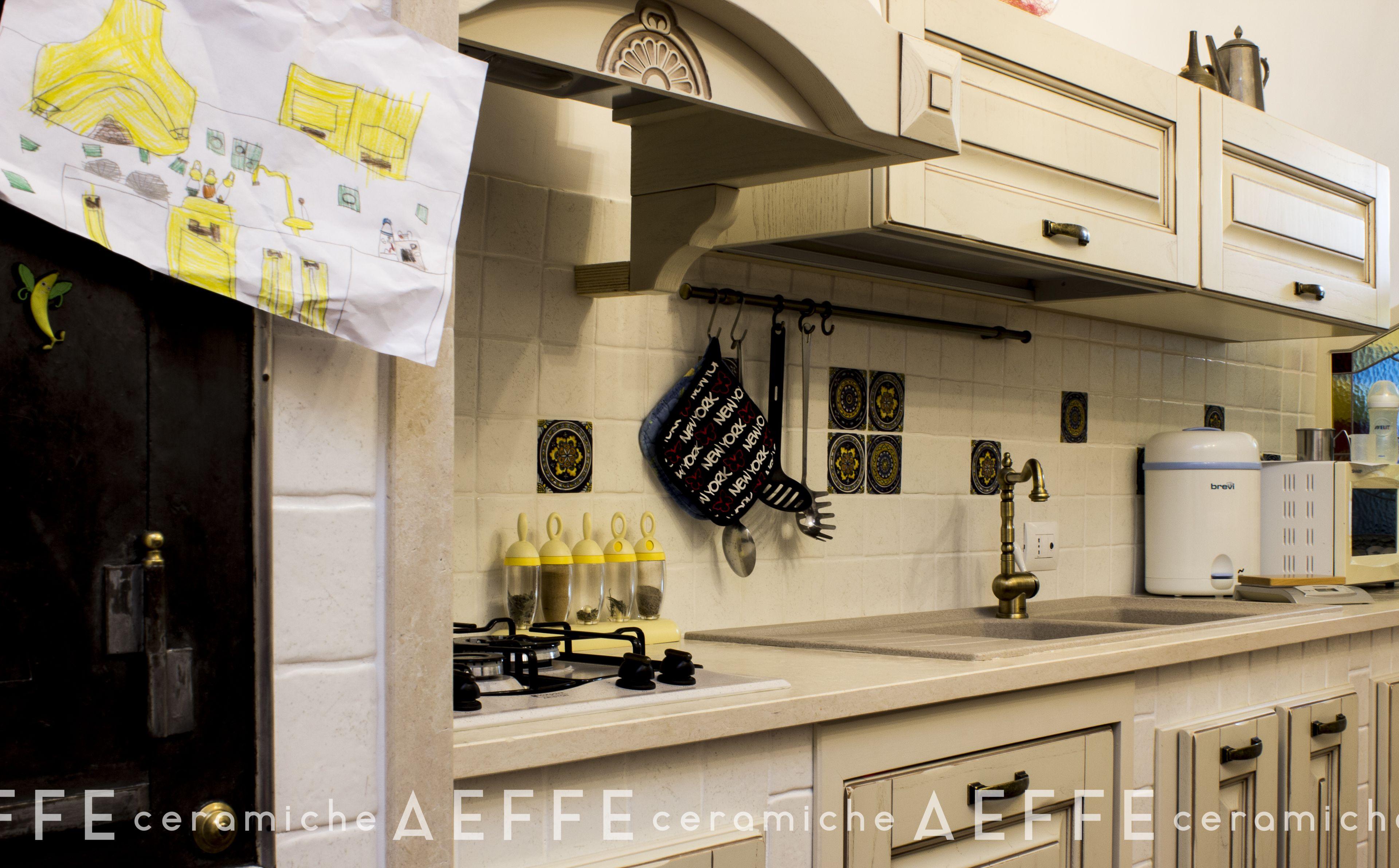 Piastrella per rivestimento cucina 10x10 per rendere sempre pi accogliente il cuore della - La casa della piastrella ...