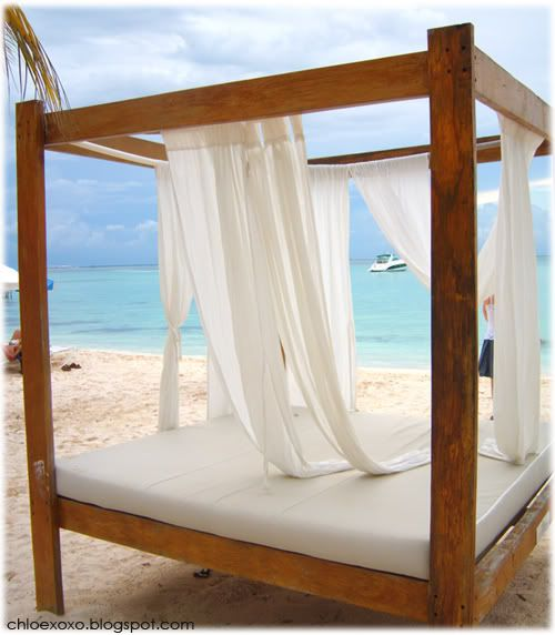 I Feel More Relaxed Just Looking At This Bed Guess The Beach In Background Doesn T Hurt Either