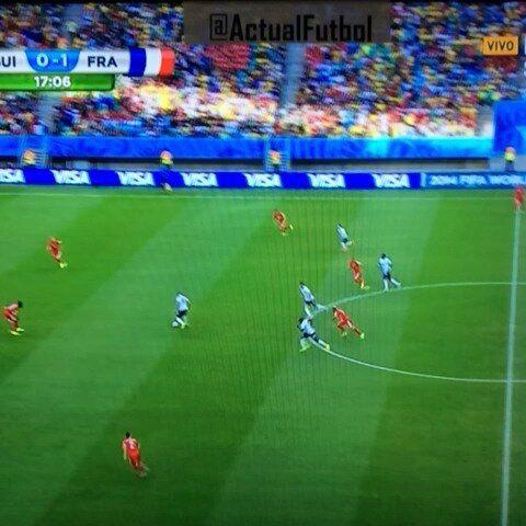 El 2-0 parcial de #FRA sobre #SUI se generó con un pase de Benzema a Blaise Matuidi que remató con izquierda.