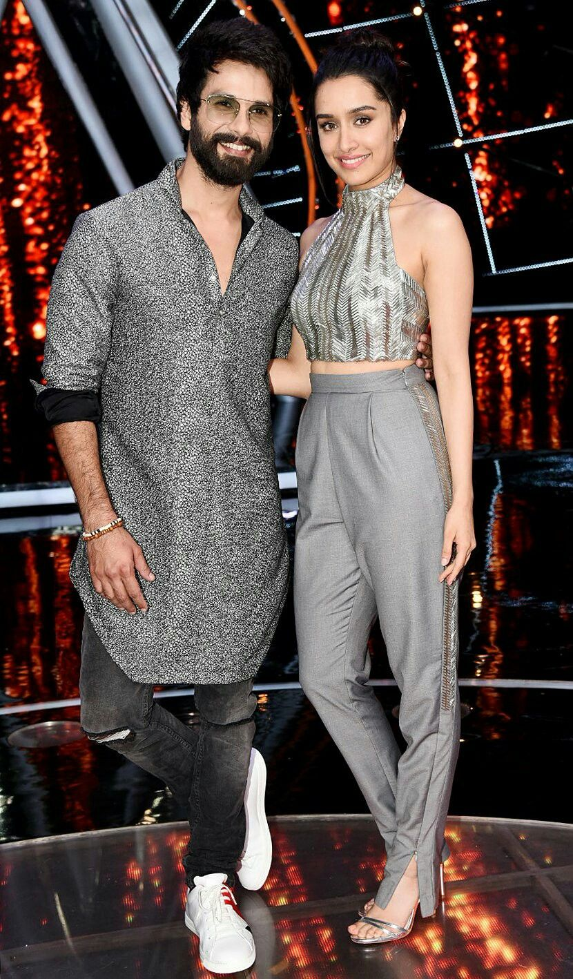 cf8b7f8ad67914 Gorgeous Shraddha kapoor and Dapper Shahid kapoor at Indian Idol ...