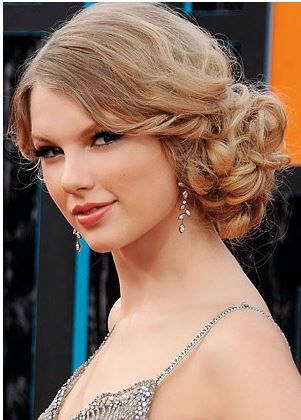 Low Side Bun Curly Love The Hair But Too Much Frizz Hair Styles Long Hair Styles Pretty Hairstyles