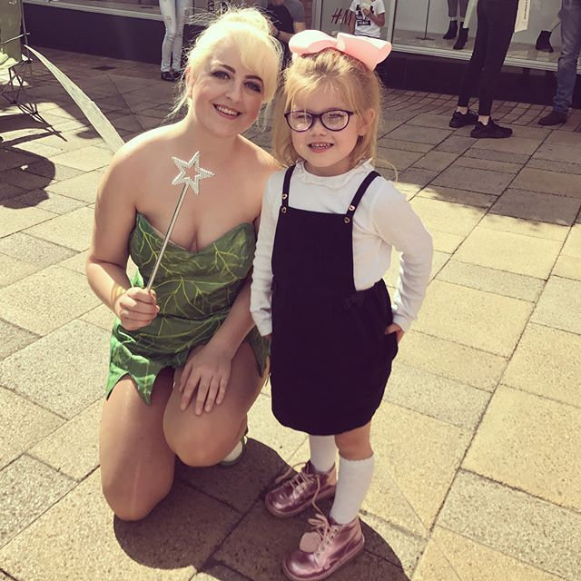 """""""Lexie enjoyed meeting some of the characters in Colchester today 💚& got her chip purse to match her bag 😍😍😍😍😍"""" by @abbiecannonx. #capture #pictures #pic #exposure #photos #snapshot #picture #composition #pics #moment #focus #all_shots #color #foto #photograph #fotografia #photographyeveryday #photoart #ig_shutterbugs #photogram #photodaily #instaphotography #photographylovers #grow #dedication #mobilephotography #pushpullgrind #grindout #pictureoftheday #grind #fitnessgear #swole…"""