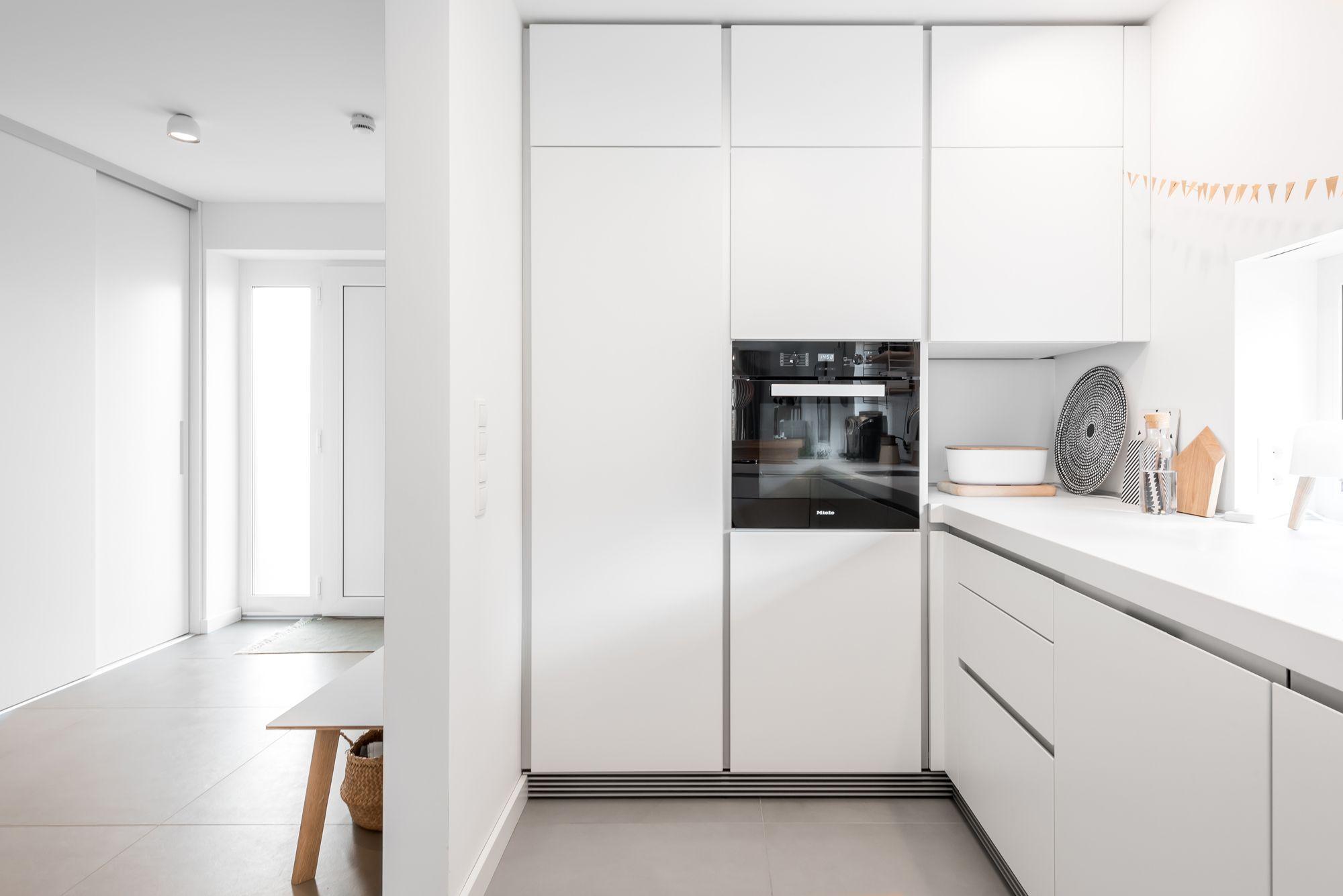 Kommunikative Und Helle Bulthaup B1 Kuche In U Form Luneburg In 2020 Kitchen Minimalist Room Modern Kitchen