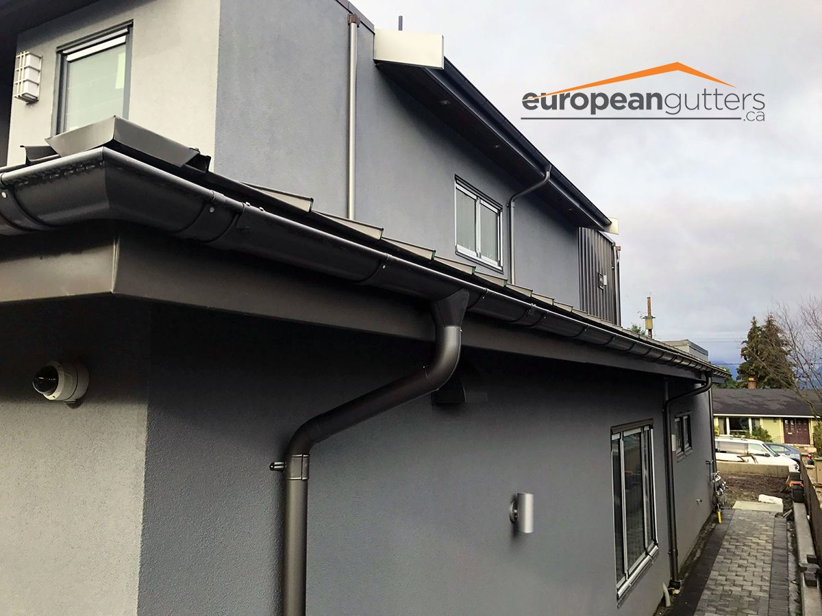 Lindab Rainline Gutters Installed On This Renovation Matching Dark Grey Steel Roof Fascia And Gutters Against The L Gutters Gutter Accessories Rain Gutters