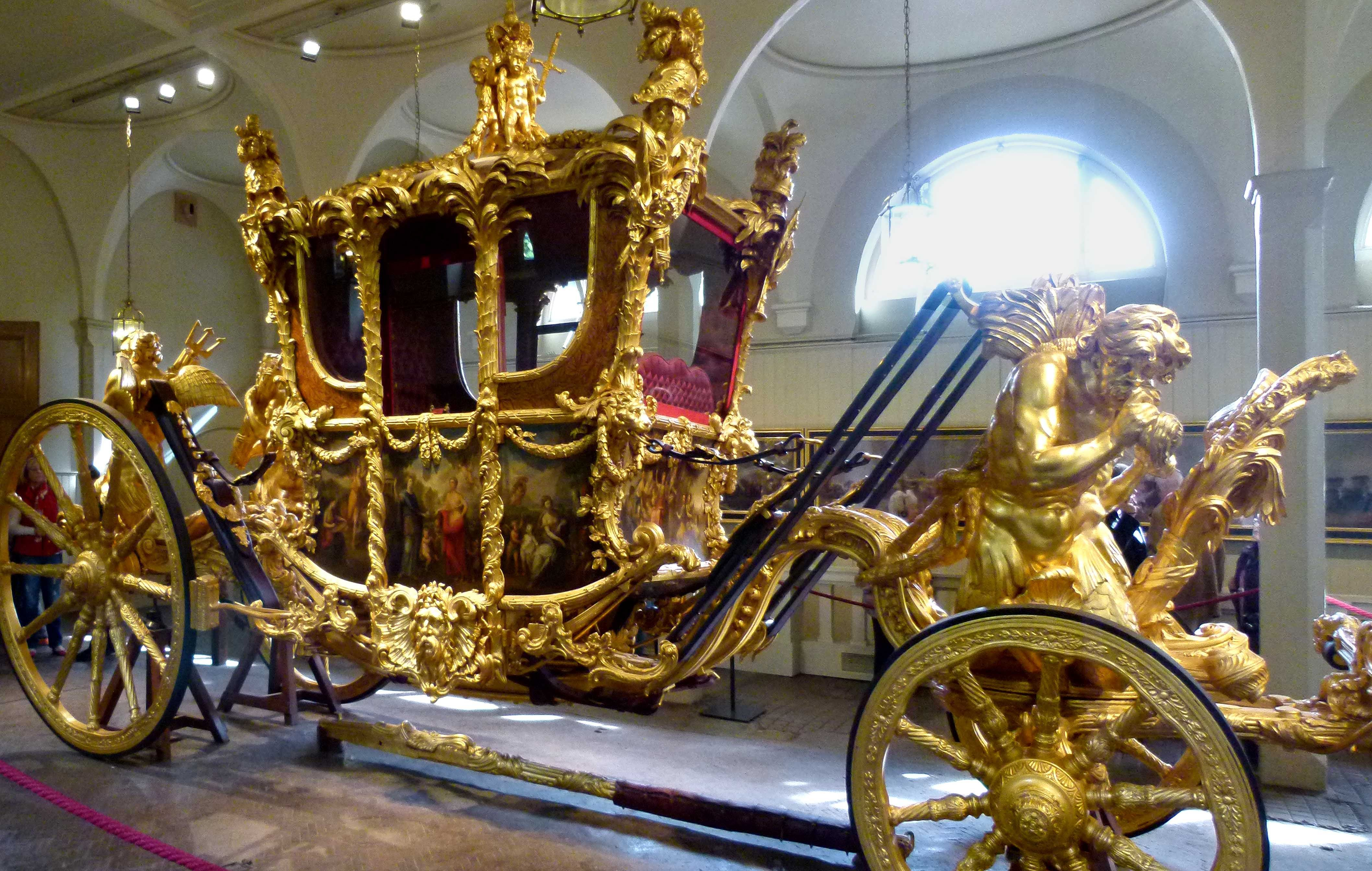 Visiting the Queen's Horses at the Royal Mews, London — BucketTripper
