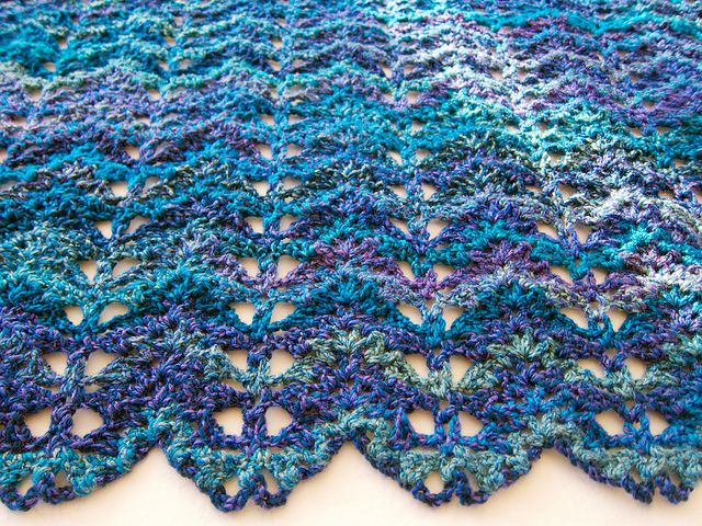 Blue Purple Turquoise Lacy V-stitch Ripple Afghan No.14 | Manta