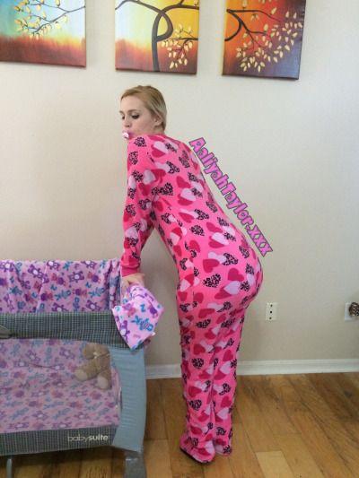 girls-pajamas-adult-xxx-capri-cavalli-pussy-nude